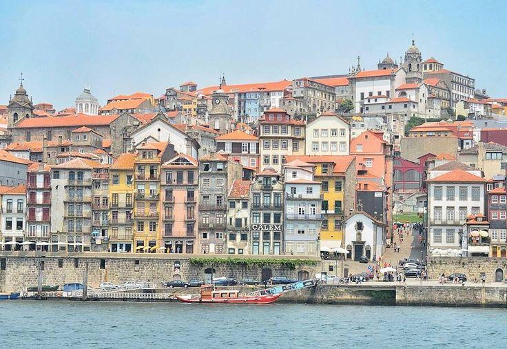 Es #martesdewanderlust y mi #almaviajera sigue dando vueltas por callecitas portugesas  Me encantaría estar en Oporto porque ahí comenzó nuestro viaje lusitano. Me enamoré perdidamente de esta ciudad tanto de sus edificios en ruinas y aires decadentes y nostálgicos como de las muestras más bellas de arquitectura reciclada y cuidada. Difícil describir lo bien que convive todo eso en esta ciudad con río y ... como les dije es mucho más fácil enamorarse  . {En el #blogVP pueden encontrar mi…