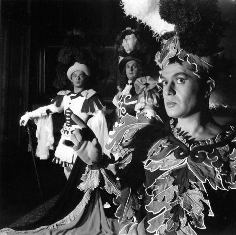 """""""Robert Hirsch, Jacques Charon et Jean Paul Roussillon jouent «Les amants magnifiques» de Molière à la Comédie Française""""  (1954)"""