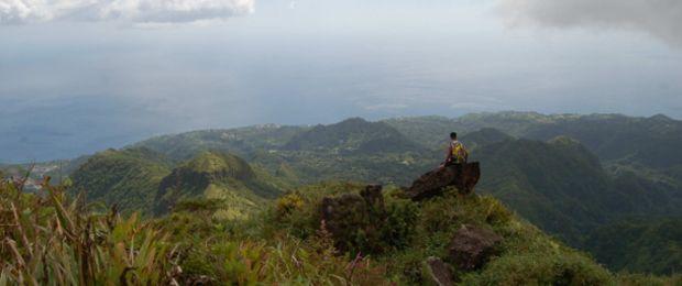 La commune du Morne-Rouge est située sur un plateau, entourée au Nord par la Montagne Pelée, au sud par les Pitons du Carbet et à l'est par le Morne Jacob. C'est également la commune la plus élevée de Martinique, ce qui lui confère un climat frais propice à la culture de l'ananas et des fleurs tropicales.
