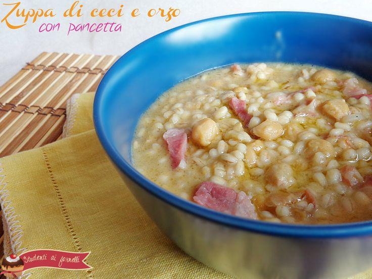 La zuppa di ceci e orzo con pancetta è un primo piatto gustoso ideale per un pranzo veloce ma sostanzioso. La ricetta della zuppa di ceci è molto semplice..