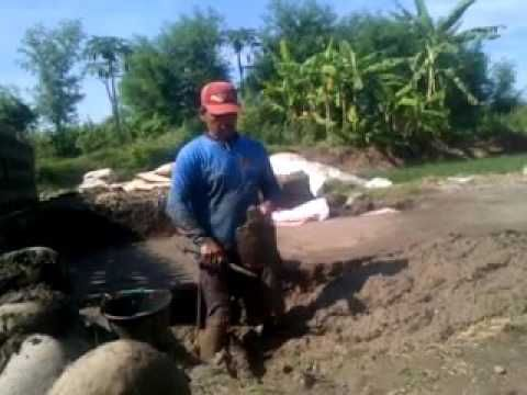 Cara tradisional membual batu bata merah  1 VID 20160913 00049