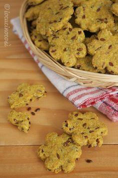 Cracker ai semi di lino con paprika piccante e curcuma