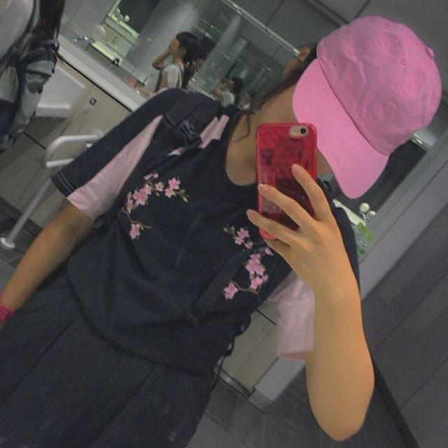【nanae0720】さんのInstagramをピンしています。 《. . たまーに韓国の通販サイトで買い物して、 こういう格好する 黒のワイドパンツは安定 このTシャツは文化祭で着る予定 . 今日は外食ざんまい 昼はまゆことサザンテーブル行って 夜はケアンズの皆さんとヴェルデで夕ご飯 友達ってすごく大切です、まじで、 また会おう . あ、明日みうと楽しみや〜 塾行かなきゃいけないのが辛い 勉強、勉強、勉強 . #sakura #girlsrule#love#tshirt#blackpink#me#fasion#cap#wego#jouetie#pink#black#ワイドパンツ#キャップ#帽子#Tシャツ#さくら#桜#刺繍#高校生#高3#jk#LJK#jk3#me#受験生#ピンク#黒》