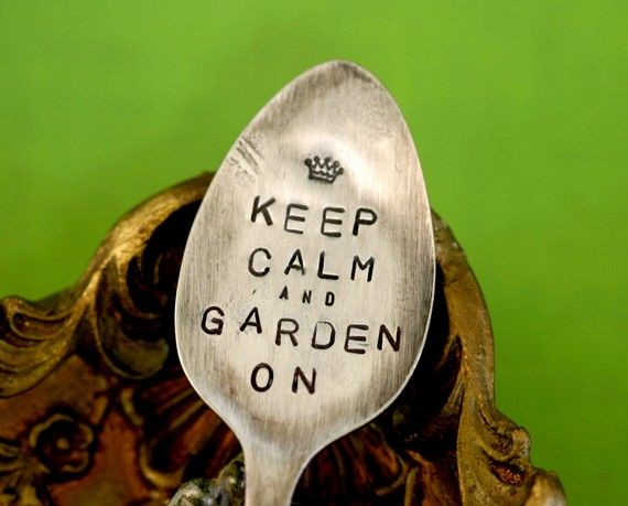 Keep Calm Spoon Plant Garden Marker by monkeysalwayslook on Etsy monkeys always look >> I love this!: Calm Spoons, Plants Markers, Herbs Gardens, Keepcalm, Super Cute, Keep Calm, Gardens Markers, Stamps Spoons, Vintage Silverware