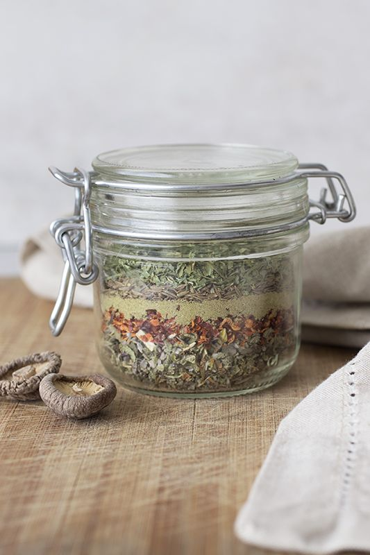 Create your own broth - spice and herb blend for soups - DIY - soup recipe