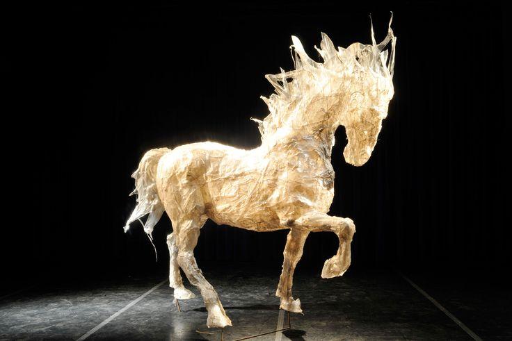 Alla Luna scultura cavallo grande fusione di policarbonato - 2008 - 185x230x100 cm Ph. Carlo Mari
