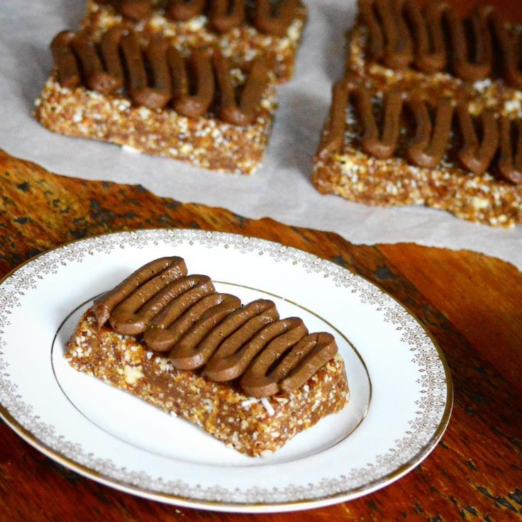 No Bake Omega 3 Almond Bars  Totally Raw, Gluten Free, Dairy Free and loaded with Omega 3s from Flax Seeds and Walnuts!