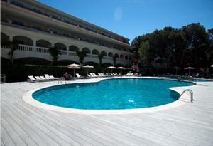 Spanje Mallorca Cala Ratjada  Lage: Die freundliche Hotelanlage der Mittelklasse ist in einer Seitenstraße gelegen etwa 500 m von der Cala Guya Bucht entfernt. In ca. 150 m Entfernung befindet sich das Zentrum von Cala...  EUR 412.00  Meer informatie  #vakantie http://vakantienaar.eu - http://facebook.com/vakantienaar.eu - https://start.me/p/VRobeo/vakantie-pagina