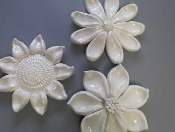 Flower Blooms Wall hanging, ceramic floral decor, Sun Flower wall hanging, Daisy wall sculptures, garden art, flower blooms, ceramic flower