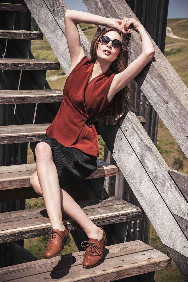 Shooting - collection Automne Hiver - 2015 - Black Mojito - Mode femme - top rouge decolleté - jupe noire - lunette de soleil - mannequin - model - mode - fashion