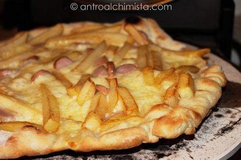 Pizza Bianca con Patatine e Wurstel