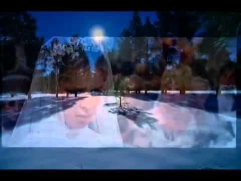 В лунном сиянии снег серебрится, поет Евгения Смолянинова