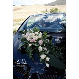 Στολισμός αυτοκινήτου με ιβουάρ και ροζ τριαντάφυλλα