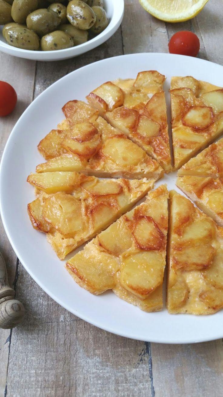 Deze Spaanse omelet, gevuld met aardappels is ook een gerecht dat veel in Marokkaanse keukens wordt gemaakt. Ik maak hem heel simpel m...