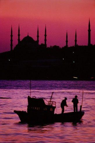Atardecer en el Bósforo, Estambul, Turquía.