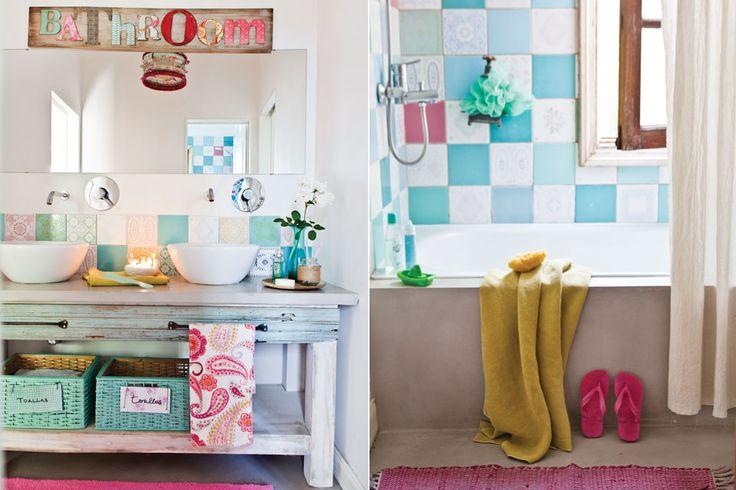 Decoración Baños Femeninos:Ideas para un baño femenino Azulejos antiguos, un mueble patinado y