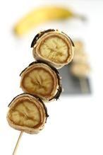 Op zoek naar een leuke traktatie? Maak deze banaan pindakaas sushi eens. Leuk om te trakteren en om te maken. Het recept vind je op mijn blog de-zoetekauw.nl