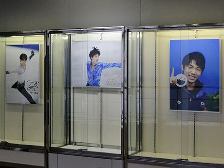 仙台市役所で羽生結弦選手の写真展-来月には凱旋パレードも(写真ニュース)