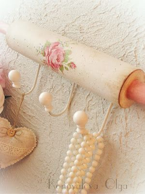 Shabby Chic repurpose for old rolling pin... wouldn't this make a cute…