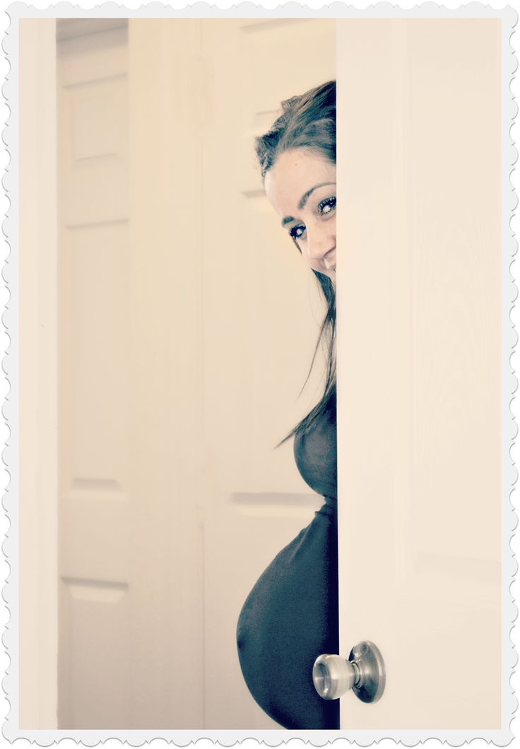 cute fun pregnancy picture: belly peeking out