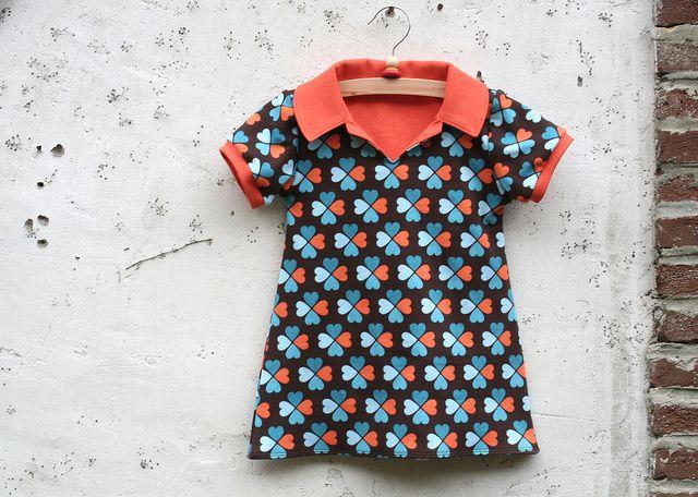 Geweldig! Een meisjestuniek maken op basis van een jongenshemdpatroontje... Jurkje Charlene by Leven met Liv, via Flickr