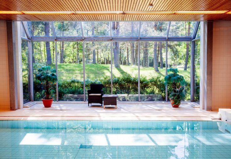 Kokoushotelli Murikanrannassa voit uida joko luonnonvesissä tai uimahallissa.