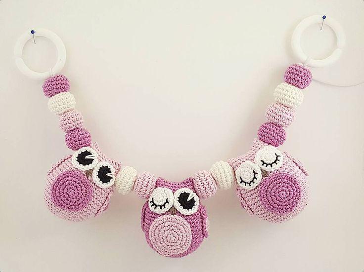 Dagens andra färdigställda barnvagnsmobil som imorgon börjar sin resa. 👍😄  #virka #crochet #hannasvirkadeliv #bebis #barnvagnsmobil #barnvagnshänge #barnvagn #stroller #handmade #uggla #owl #haak #haken #hekle #crochetaddict #yarnaddict #garn #yarn #bomull #cotton