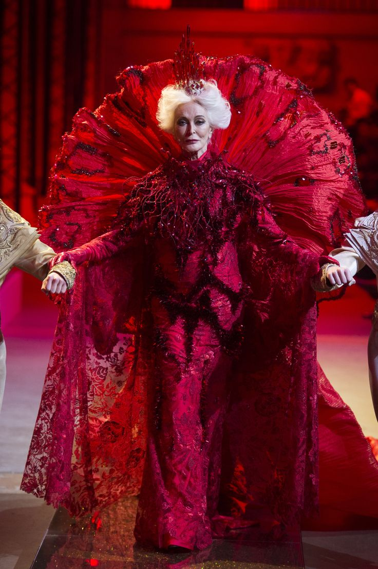 Carmen Dell'Orefice walks the runway for Guo Pei Couture Spring 2017