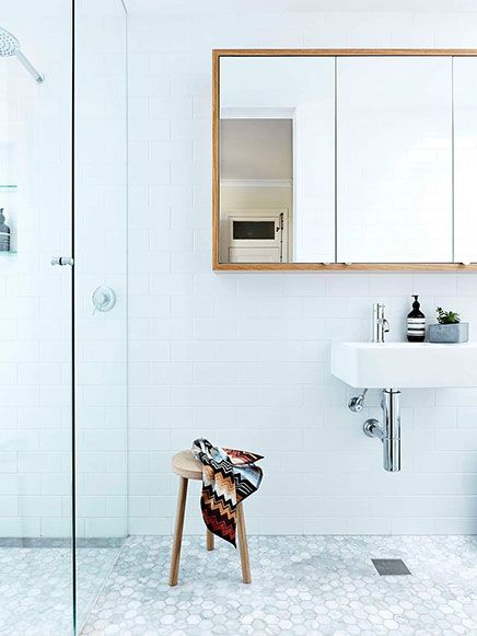 Lichte badkamer met een fris ontwerp (via Bloglovin.com )