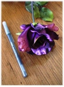 Flower pen tutorial...simple, pretty, & great way to hang on to those utensils that constantly walk away in a middle school classroom.