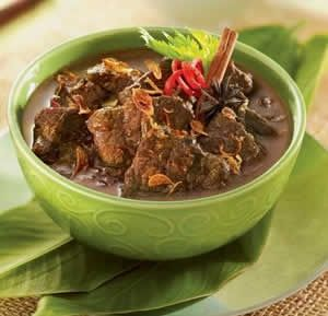 Semur - Dutch inspired smothered beef with Chinese-Indonesian sweet soy sauce, nutmeg and cloves. http://foodmenuideas.blogspot.com/2013/10/indonesian-food-getting-to-know.html