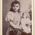 Первые хозяйки, первые наряды. Антикварные куклы на старинных фотографиях / Другие винтажные антикварные куклы, реплики / Бэйбики. Куклы фото. Одежда для кукол
