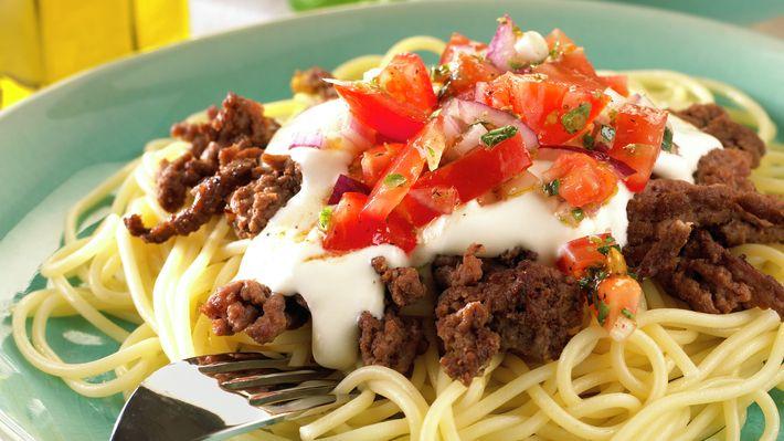 Pasta med kjøttdeig og tomatsalsa - Familien - Oppskrifter - MatPrat