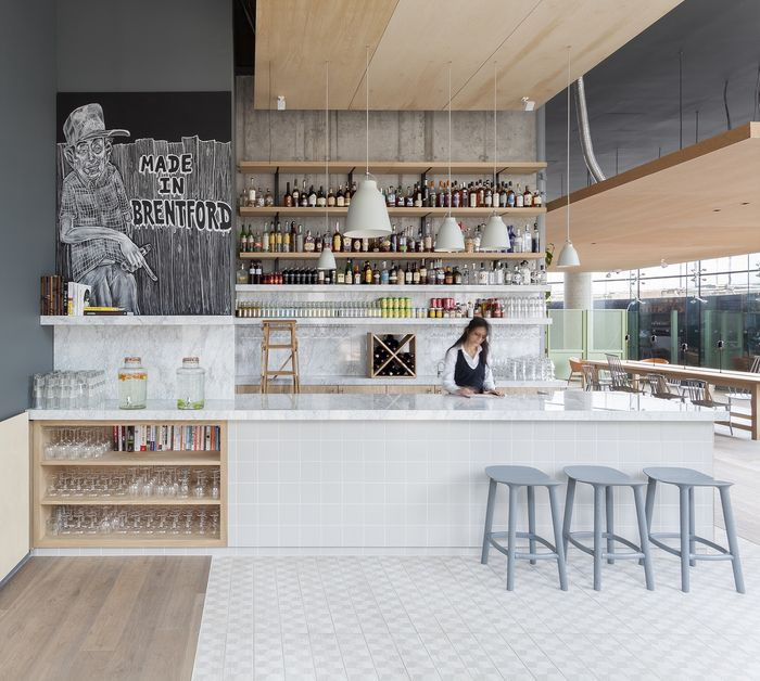 Best 25 cafe bar ideas on pinterest cafe interior for Agencement cuisine professionnelle