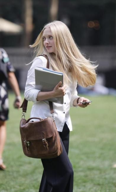 Amanda Seyfield in a Roots bag.  #Roots #SmallSchoolBag      Google Image Result for http://www4.images.coolspotters.com/photos/283846/amanda-seyfried-and-roots-small-school-bag-gallery.jpg
