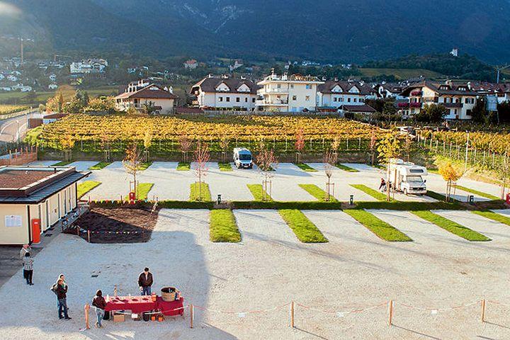 Neuer gebührenpflichtiger Stellplatz in Eppan, Südtirol - PROMOBIL