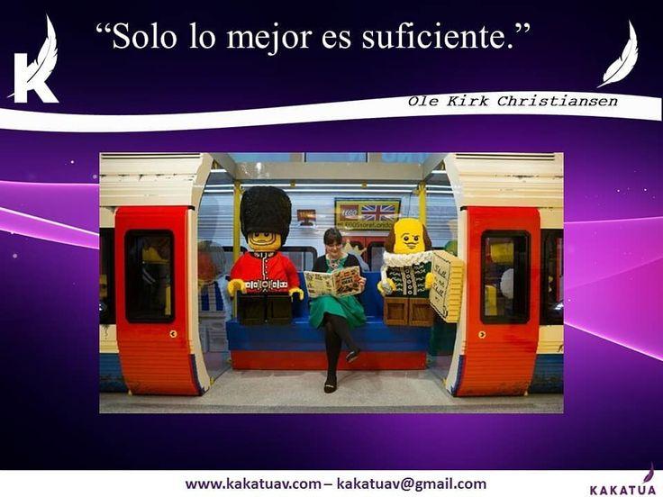 """Un día como hoy: Fallece el escultor carpintero y creador de LEGO Ole Kirk Christiansen.  Creo su compañía juntando dos palabras danesas: leg y godt que significan """"juega bien"""". Su sorpresa llegó cuando descubrió que LEGO en latín significa """"Construyó"""". Una paradoja que Christiansen se planteó modificar pero que mantuvo. . . . #construir #LEGO #recordaryconocer #niñosporsiempre #bloquesdecolores #bloquesnegrosyblancos #imaginacion #latin #vida #lego #legophotography #legostagram…"""
