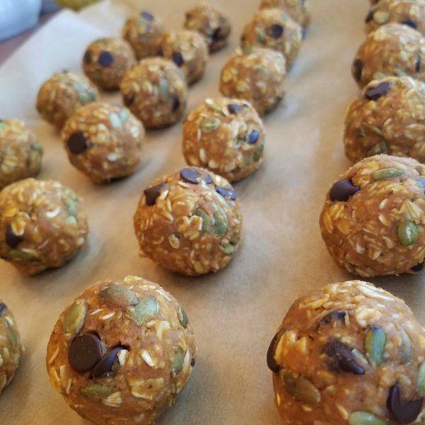I recreated one of our most popular recipes...these lil' energy balls! There is a bit less nut butter in this recipe - a bit more Pumpkin + Pumpkin seeds! A GREAT after school snack or even breakfast option on... #doublepumpkindarkchocolateenergyballs #energyballs #pumpkinballs