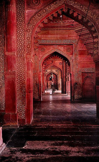 Hindu Architecture, India - Pink arches. #Hindu # architecture #design