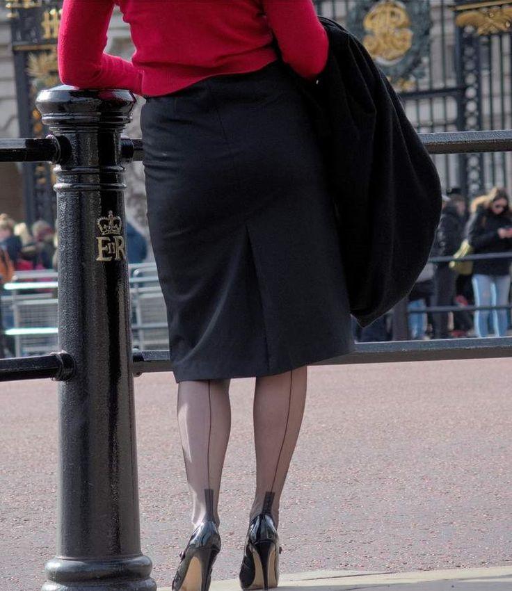 public dicrace bilder von frauen in strapsen