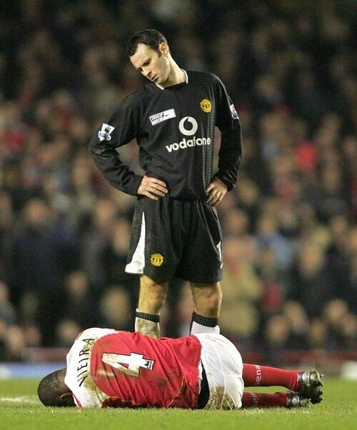 Ryan Giggs stares down at Patrick Vieira