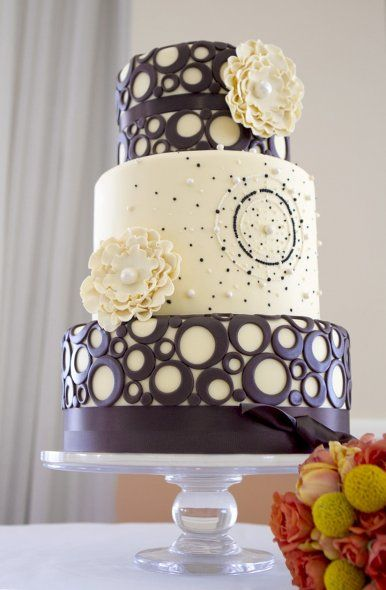Wedding Cake Art And Design Center : 26 best images about Chocolate piping on Pinterest Bow ...