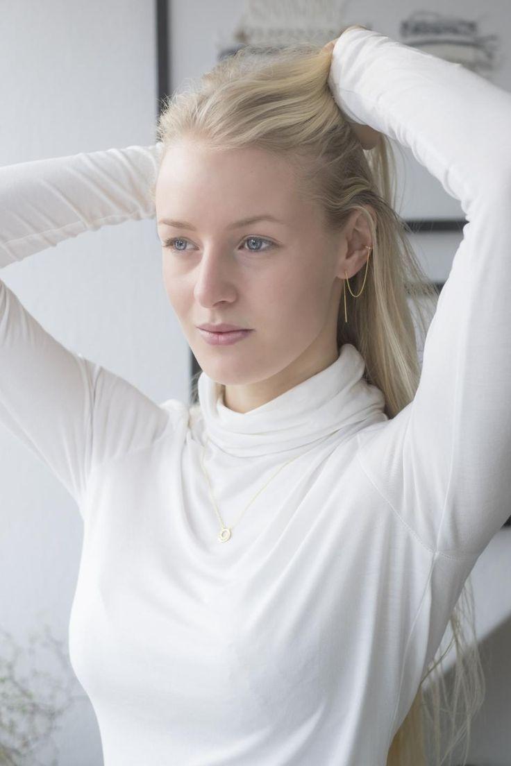 WHITE WINTER #hvisk #blue #eyes #white #bright #winter #natural #light #photography #model #blonde #jewelry