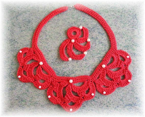 Ähnliche Artikel wie leichte Halskette rot mit Anstecker auf Etsy