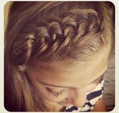 If you can tie a shoelace, then you can easily do this super creative braided hairstyle!