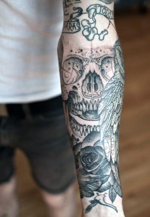 30-tatuagem-caveira-blackwork