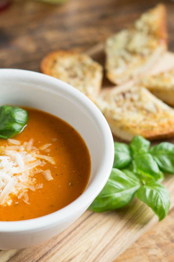 Tomatensoep uit de Slowcooker - I am Cooking with Love Een romige tomatensoep gemaakt in de Slowcooker.
