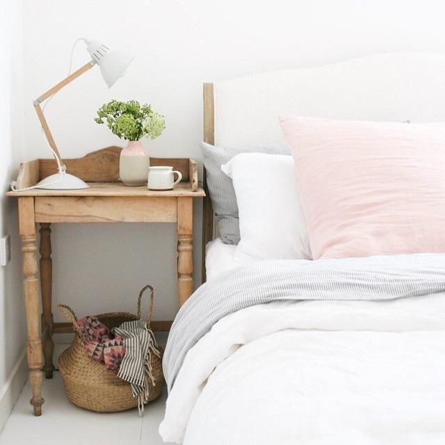 Easy Dorm or Bedroom ideas to DIY: Swap In A Desk Lamp