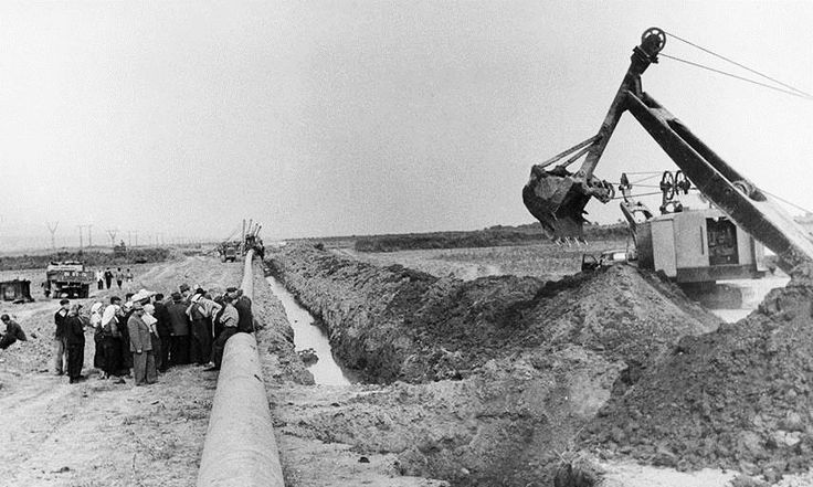 Central Asia – Center gas pipeline construction. On-site briefing, 1965