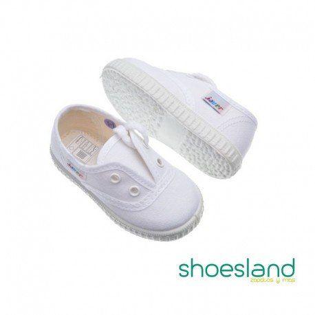 Zapatillas de lona blancas tipo inglesito con cordones ; las de toda la vida,hechas en España por Javer.  Del 19 al 22 con dos ojales  Del 23 al 34 con tres ojales  Del 35 al 41 con cuatro ojales  (Si tienes dudas con la talla recomendamos escoger una más grande porque la lona de calidad puede encoger algo al lavarse) #shopping #zapatillas #lona #shoes #javer #inglesitos #blanco #white #madeinspain #shoeskids #victorias